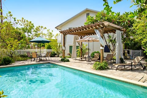 Beautiful, well-maintained home w/ heated private pool - walk to beach, dining
