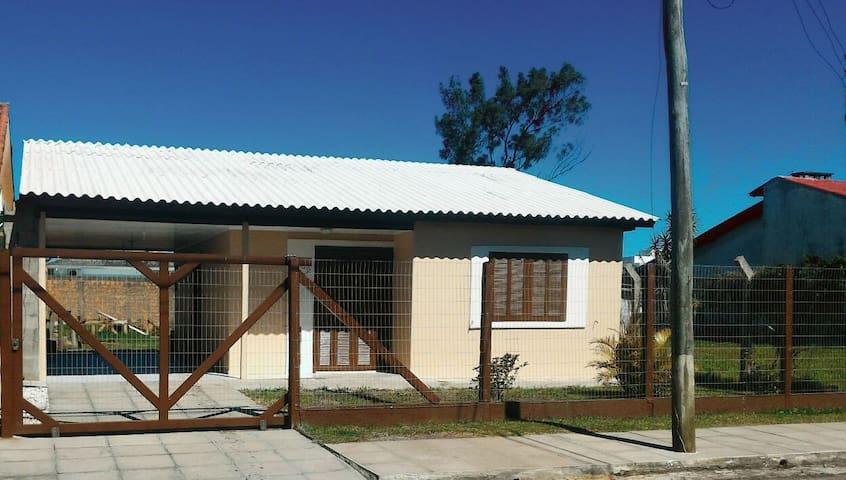 CASA - 3 DORMITÓRIOS COM SUÍTE - XANGRI-LÁ, RS