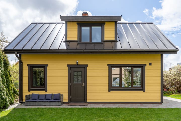 Yellow Family House with sauna