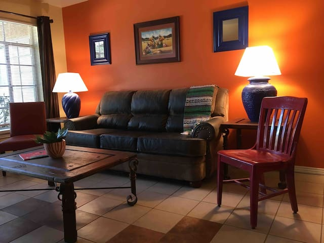 La Villita- Entire 2 bedroom apartment near I-10