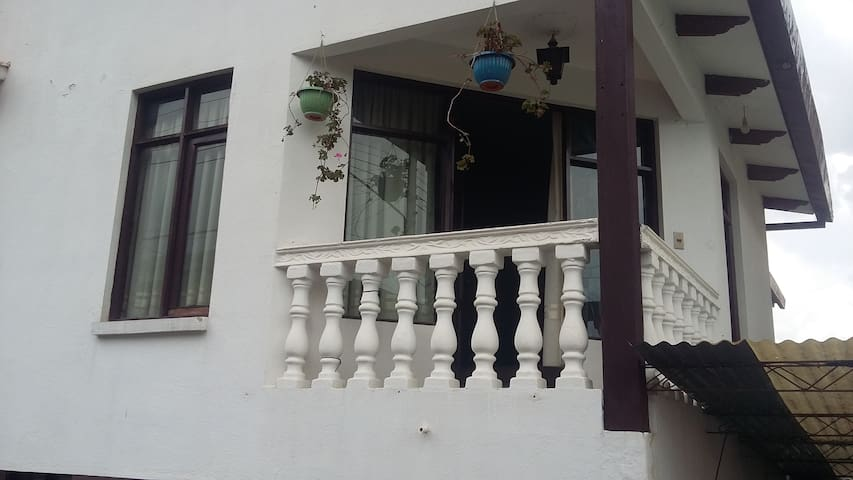 Nice spacious rooms in a quiet and sunny house - Cochabamba - Huis