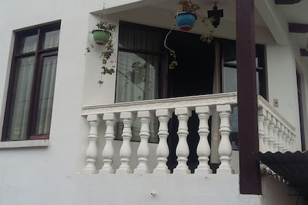Nice spacious rooms in a quiet and sunny house - Cochabamba - Hus