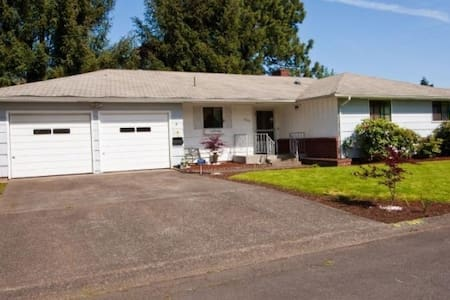 Very quiet, clean and relaxed house in Eugene.