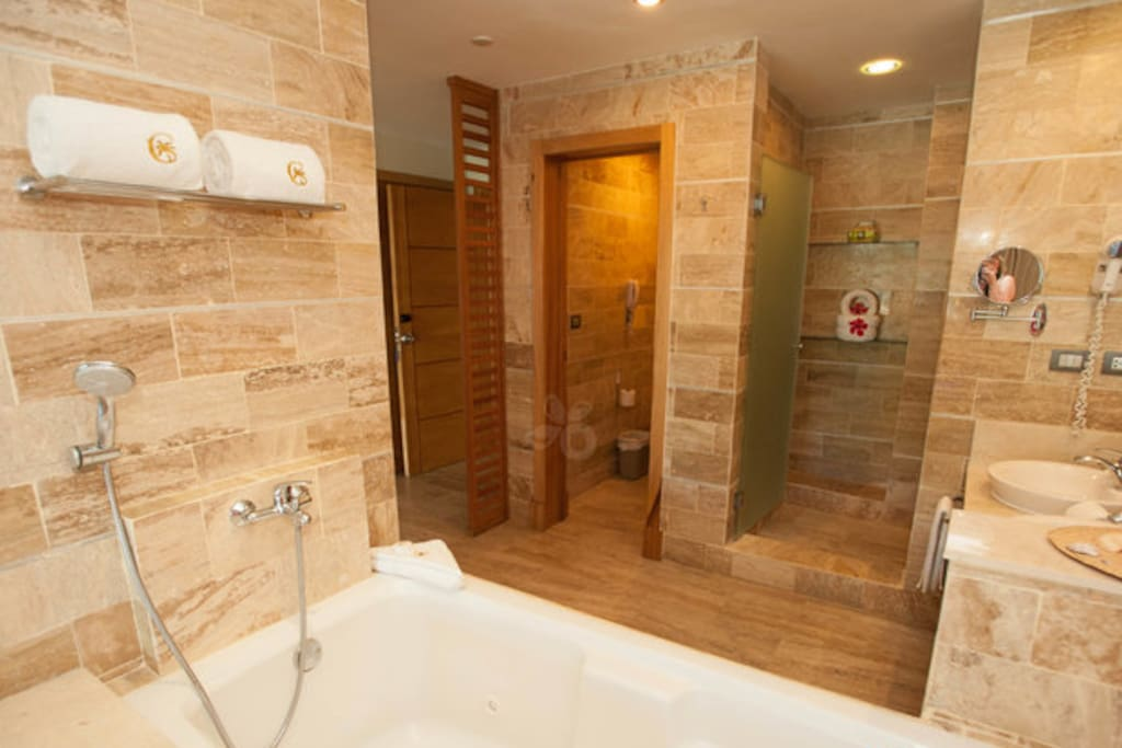 Marble bathrooms with jacuzzi tubs