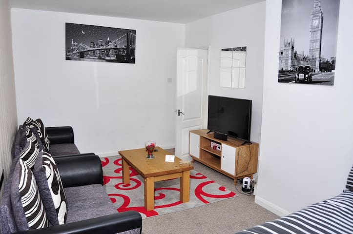 Up to 6 Guests, NEC, Airport, Solihull, Birmingham