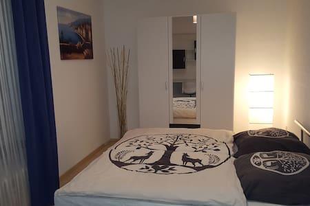 Schönes Zimmer zentral in IN - Ingolstadt - Apartamento