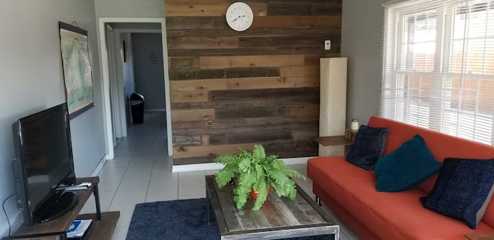 1 cozy room and bed sofa near Chicago!!!
