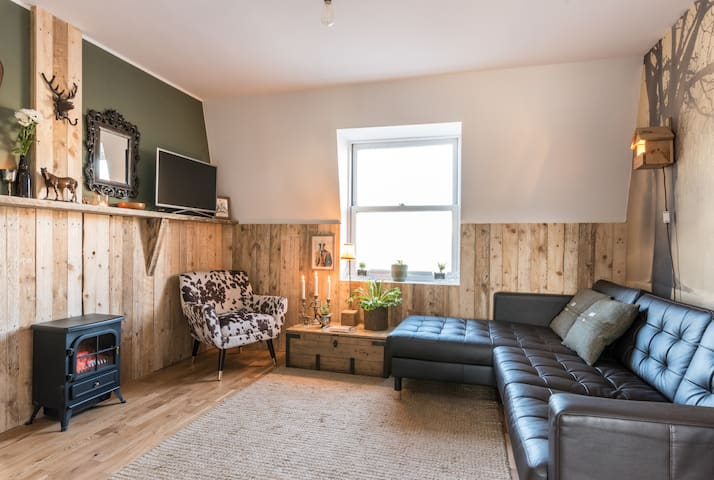 Wood Apartment*Please read description before book