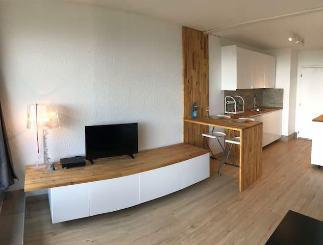 Contemporary and luminous Studio Premium