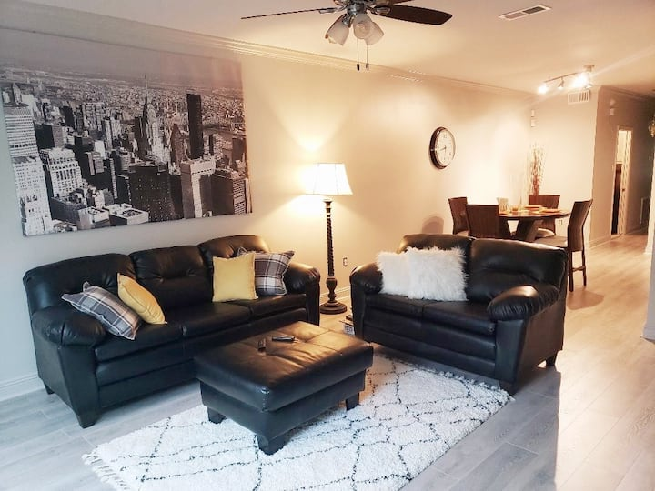 Cozy 3br townhouse with attached 2 car garage!