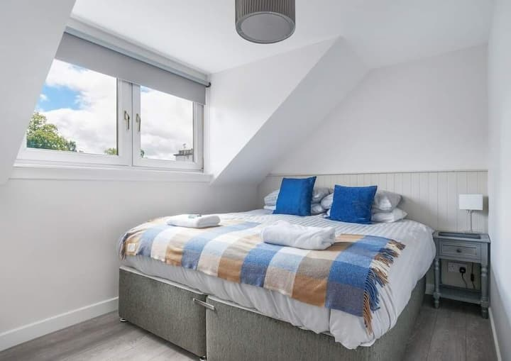 Trendy Auchterarder Second Floor Apartment 3 with Two Bedrooms