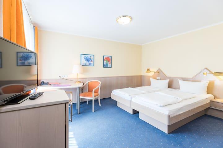 Gästehaus Anita, (Gailingen am Hochrhein), Doppelzimmer 7 mit Dusche und WC