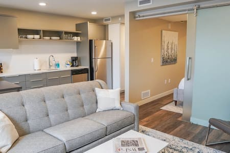 Stylish Apartment Downtown Perfect for Long Stays