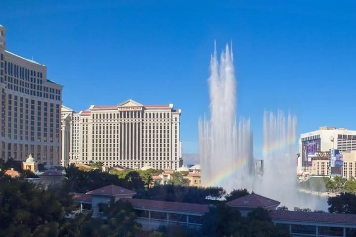 H7 Bellagio Fountain View Condo with 3 Beds POOL