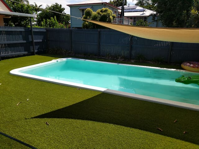 Walk to CBD or relax in the pool. - South Mackay - Casa
