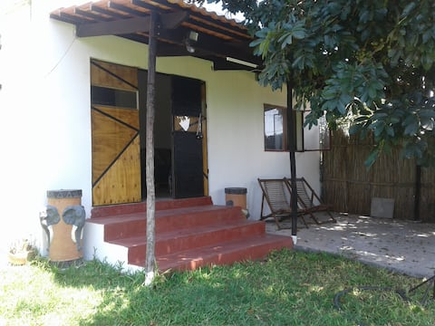 Comfy Backpacker Accommodation 25mins from Maputo.