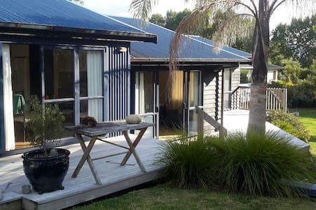 Modern home multiple rooms - Warkworth - Bed & Breakfast