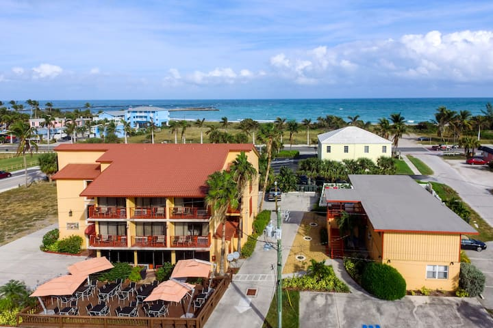 Hutchinson Island Beachhouse Pool Balcony Views C - Fort Pierce - Appartement