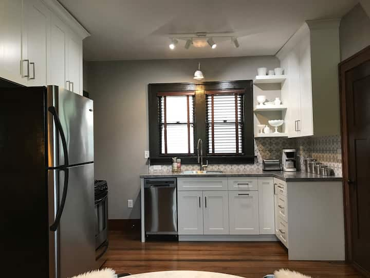 Newly Remodeled 1921 Charmer - 2 Bedroom