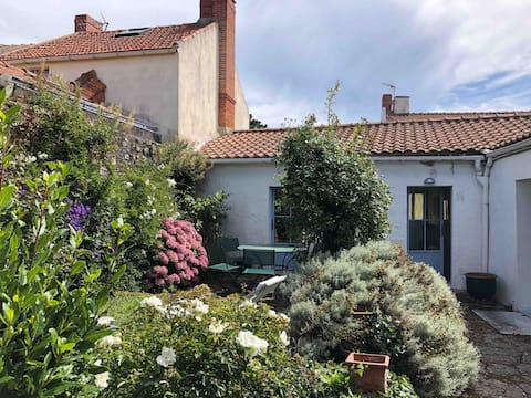 Charmante petite maison avec jardin clos