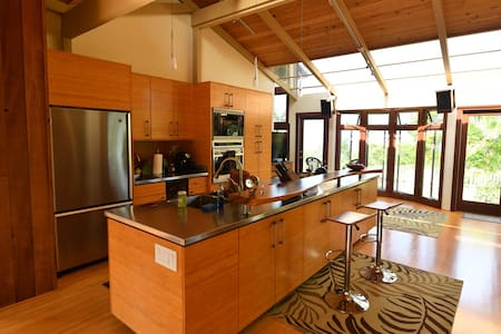 Luxurious 2-Bedroom Home Above Kailua-Kona - Холуалоа - Дом