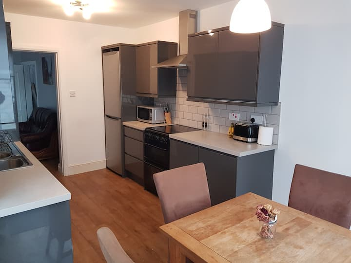 Stylish 4 bed house - 15 min to Manchester Centre
