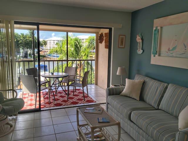 cozy fm beach condo w private pool beach wohnungen zur miete in fort myers beach florida. Black Bedroom Furniture Sets. Home Design Ideas