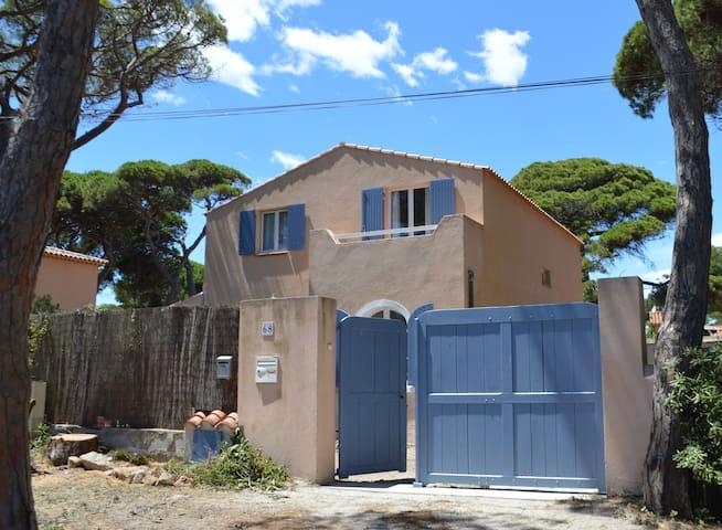 Villa a 50 metres de la plage - Hyères - House