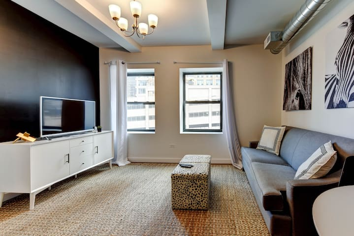 Chestnut Charm - Modern + Safe 1BDR in Downtown!