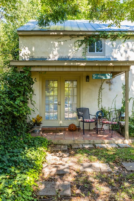 Your retreat is a perfect home base for that Hill Country getaway. Located downtown within walking distance to all the great galleries, shopping, dining and nightlife Fredericksburg has to offer.