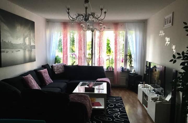 Ett Fin rum i en fin lägenhet i Bolläns