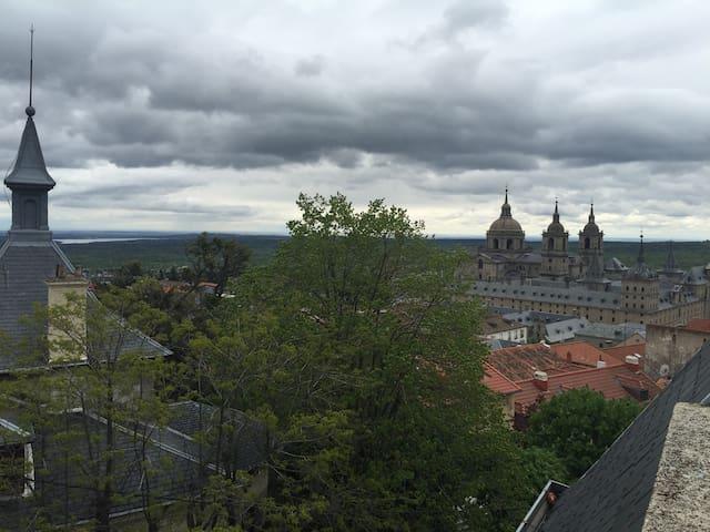 San Lorenzo del Escorial con vistas al Monasterio