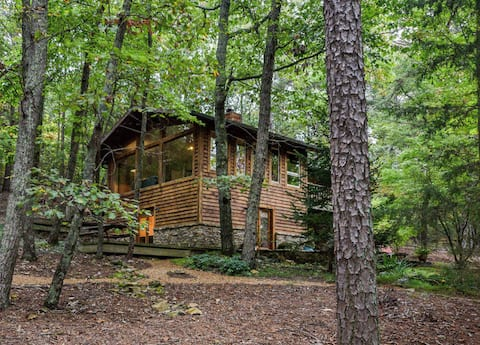The Ocoee Cabin--5 acres of Wooded Serenity