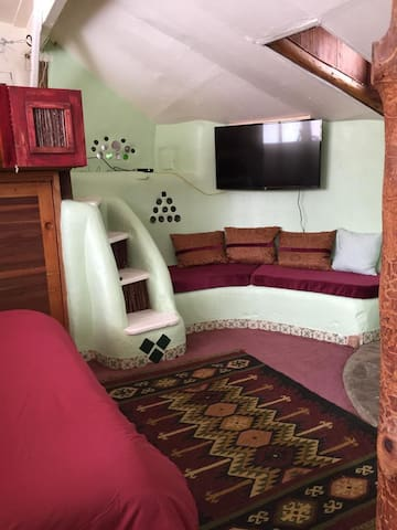 FIRST EARTHSHIP EVER BUILT - NOW REFURBISHED - Taos