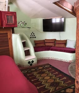 FIRST EARTHSHIP EVER BUILT - NOW REFURBISHED - Taos - Casa