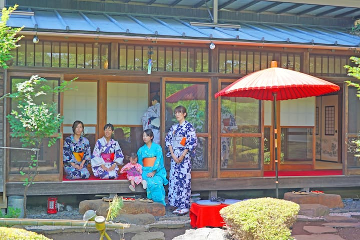 浴衣レンタル Rental of traditional clothes. Drinking tea and beer and Sitting on Engawa(Traditional balcony)to see beautiful garden
