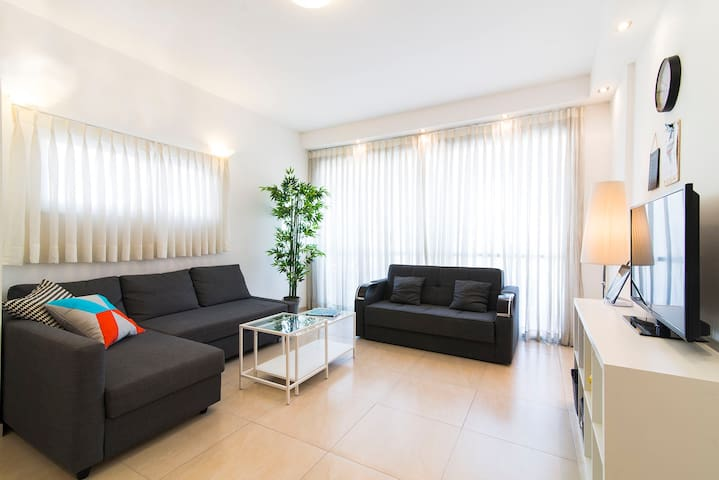 Luxury 2BR + Balcony- central location, quiet St!