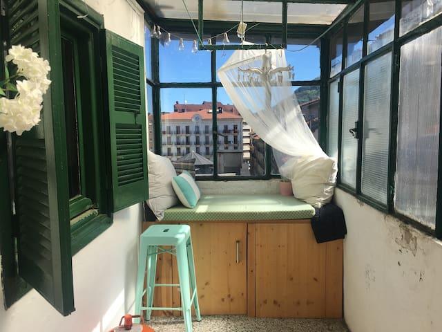 Acogedor apartamento con terraza cubierta