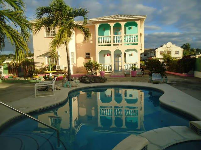 Mignon Sunshine Apartments [1 bedroom pool view)