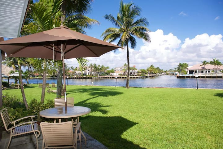 Unique Beach Resort Villa with private Beach