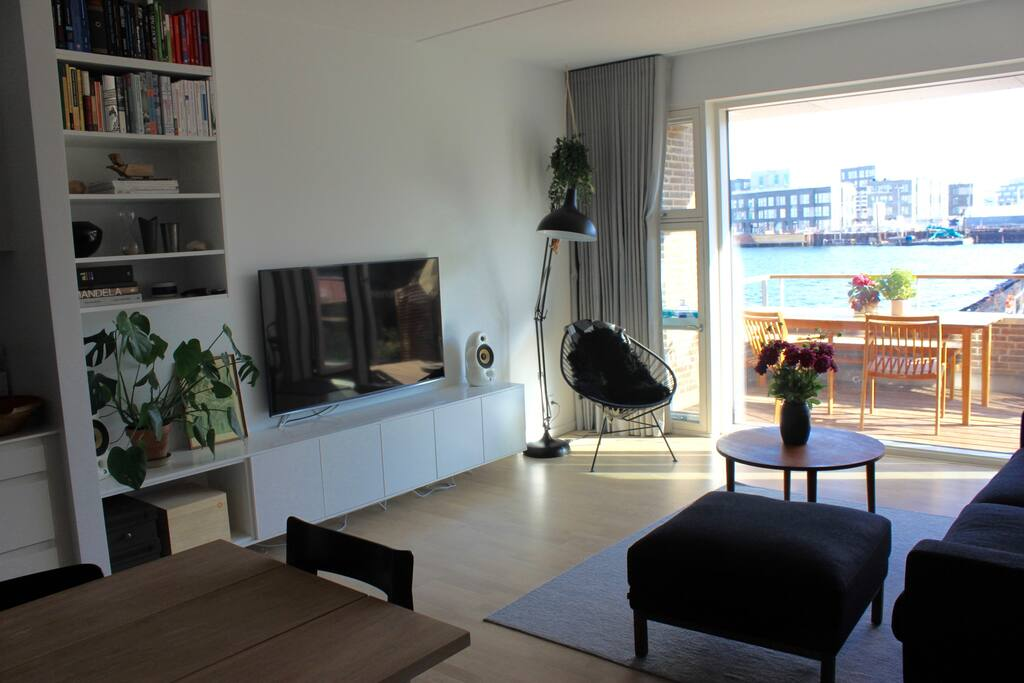 Open kitchen + living room