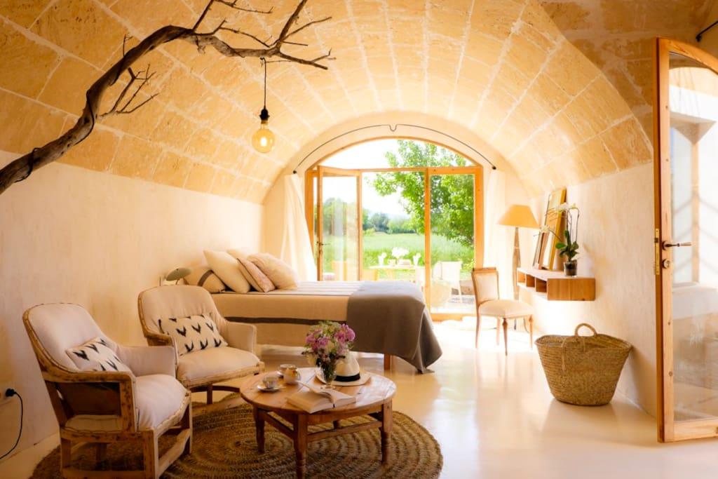 Dormitorio principal con baño y terraza