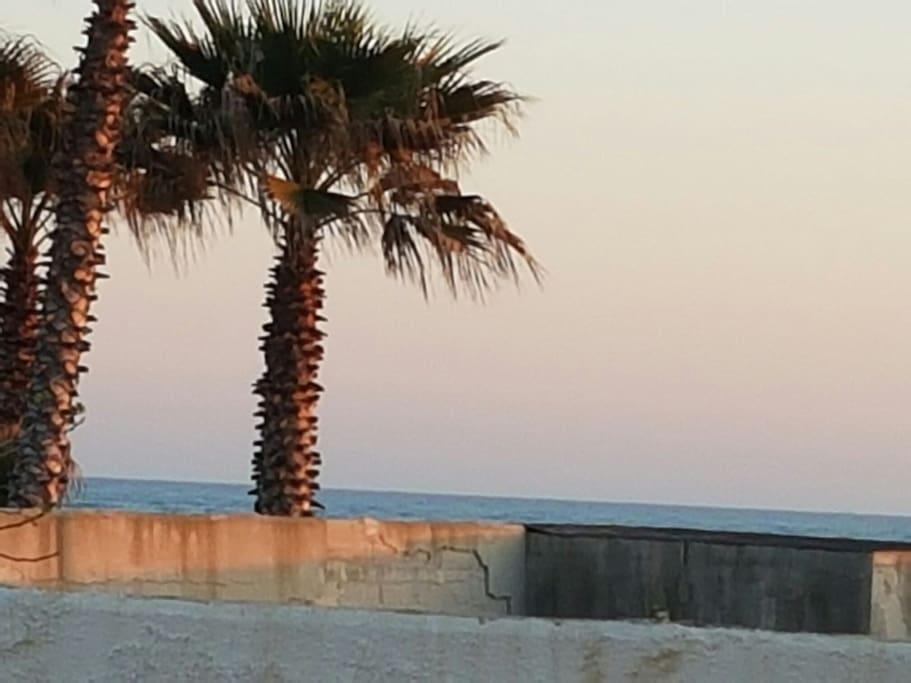 3 minute walk to the beach
