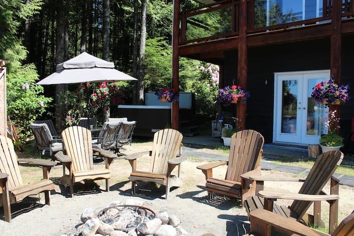 Ocean Front - Hot tub King Cove B&B Room