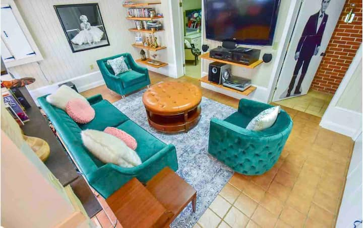 The Pad on DelMar- A Fun and Funky Secret Space