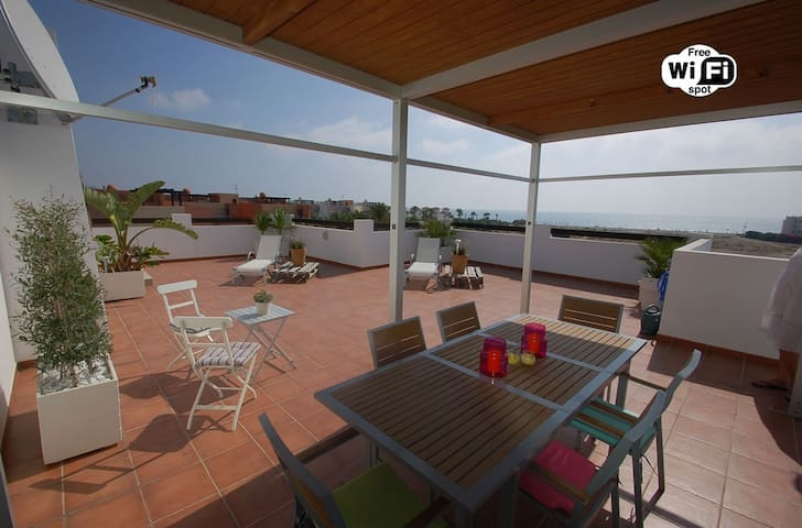 Alborada Penthouse - 150m beach, WiFi, solarium, sea views