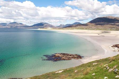 Hebridean Holiday Cabins (Harris View)