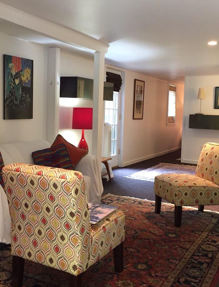 Charming, Pvt Historic District Apartment
