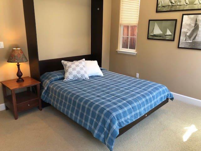 Large, Comfortable, Quiet Private Room+ Full Bath