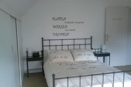 bed en breakfast carpe diem - Maaseik